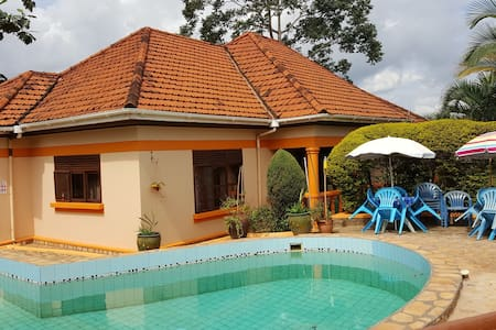 Keelan Ace Double Suite Villa Kampala - Kampala - Willa