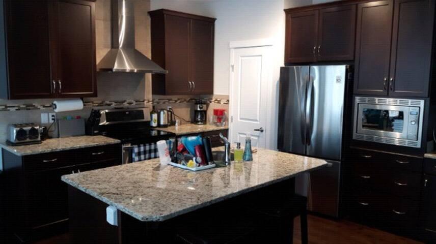 Beautiful Furnished Home - Edmonton - Hus