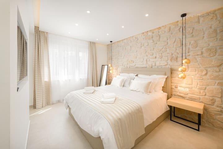 Lyra luxury studio - close to city center