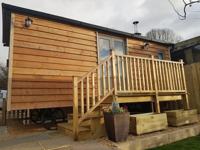 Little Cowdray Glamping - Shepherd's Hut