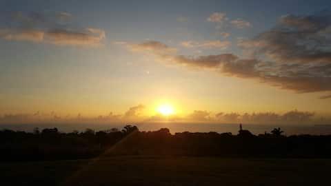 Dreamy Sunrise and Ocean View! Puumoi Pink House