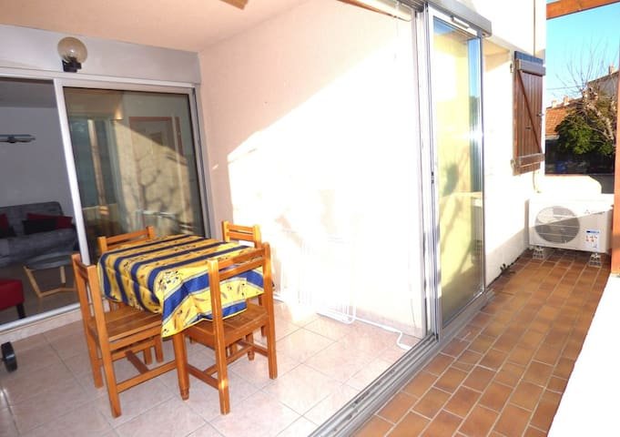 1 room 50M of the Port, AIR CONDITIONING, WIFI, EVERYTHING HAS FEET
