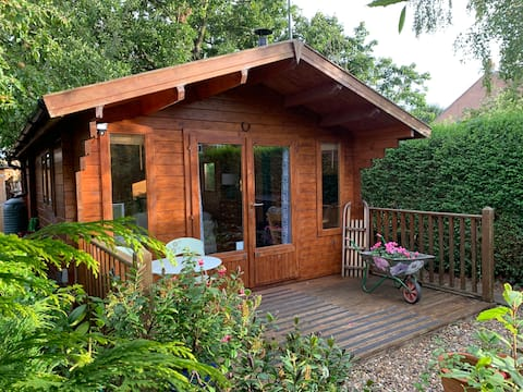 The Garden Cabin: Log Cabin, Beverley E.Yorks