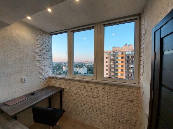 Уютная студия на 21 этаже с видом на город