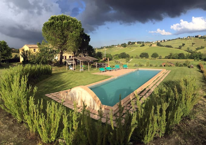 Dimora in campagna con piscina e giardino - Loro Piceno - Flat