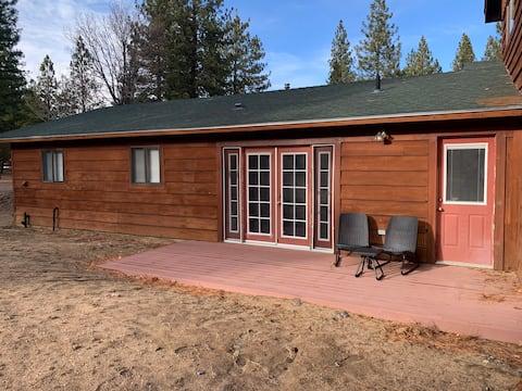 2 bedroom retreat in the pines!