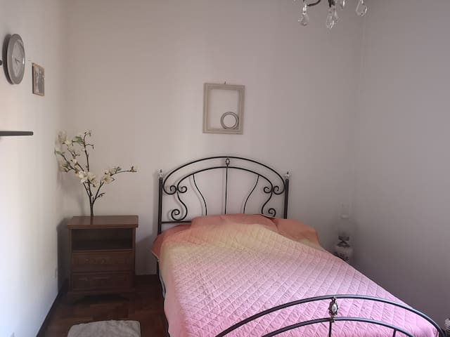 Stanza privata Valdagno/ Private room with big bed