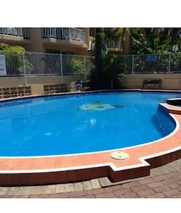 2 bdr apartment - resort w pool - Broadbeach Waters
