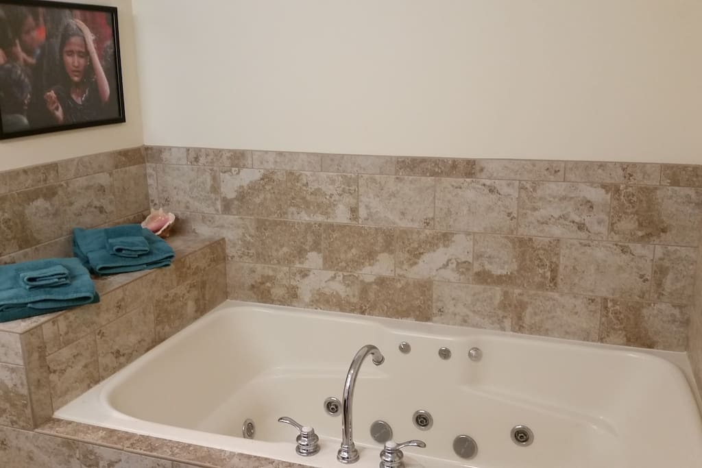 2-person Jacuzzi tub with separate shower stall