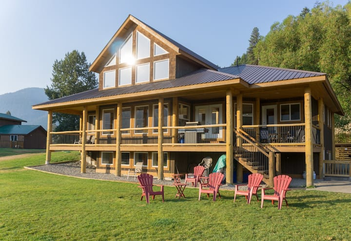 The Jackpine - Beach Front Vacation Home