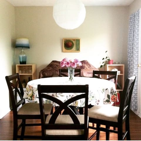 Cozy attic room in shared apartment - Hamilton - Huoneisto