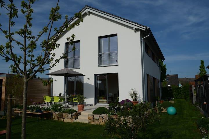 Helles freundliches Haus mit schönem Garten - Gottenheim