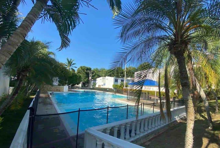 Acogedora casa en condominio con piscina