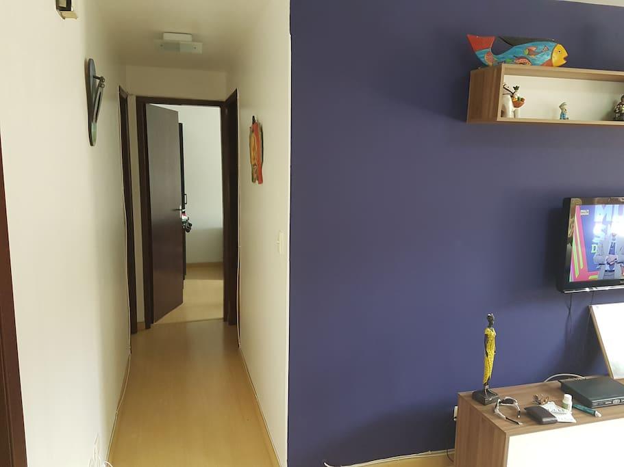 Corredor para acesso aos quartos e banneiro