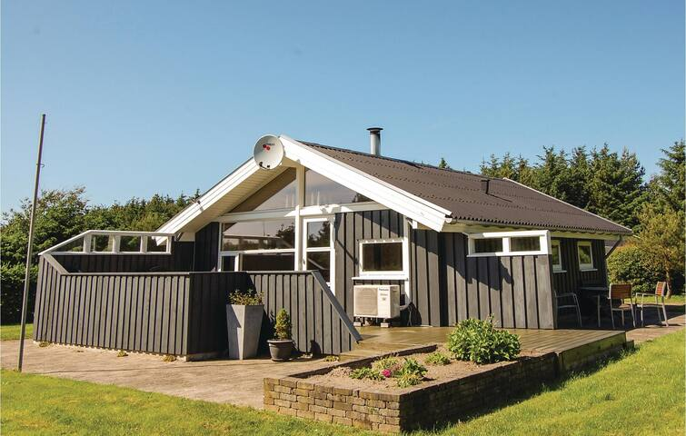 Holiday cottage with 2 bedrooms on 53m² in Løkken