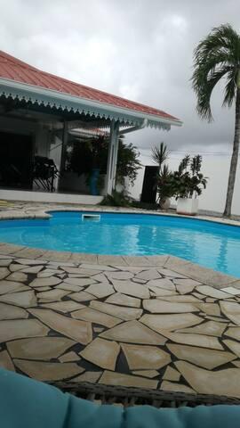 studio au calme avec piscine