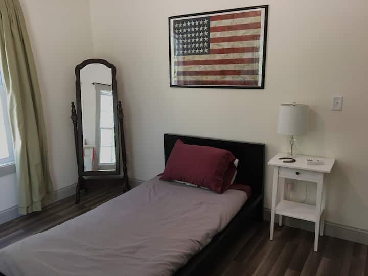 Peaceful/Quiet Twin bed  - Close to CMMC and Bates