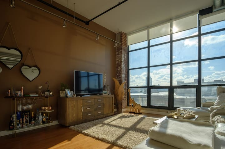 Beautiful high ceiling loft west of downtown