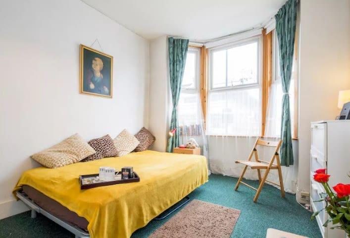 Studio flat, close to London centre!