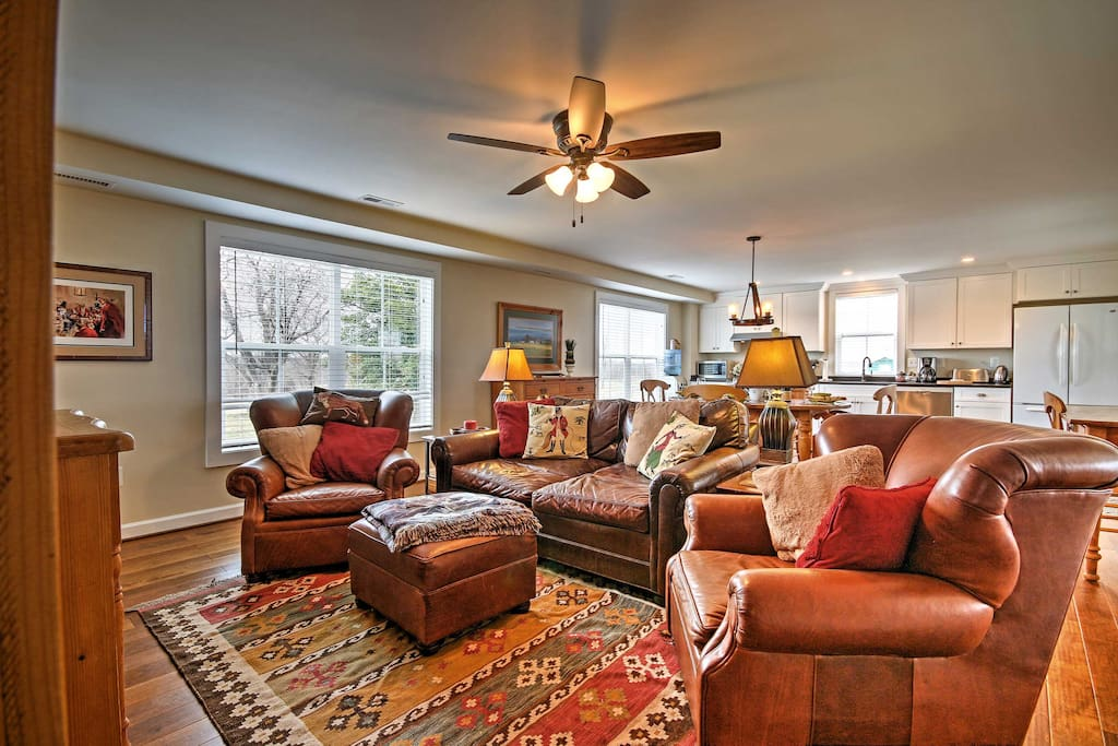 Up to 7 guests can stay at this lovely vacation rental house in Round Hill.