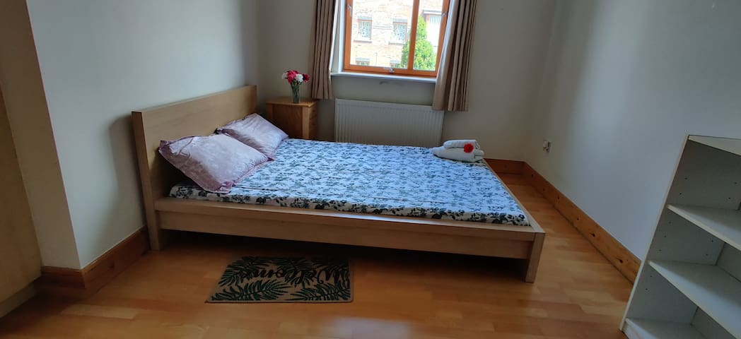 Cozy, spacious n bright room with private bathroom