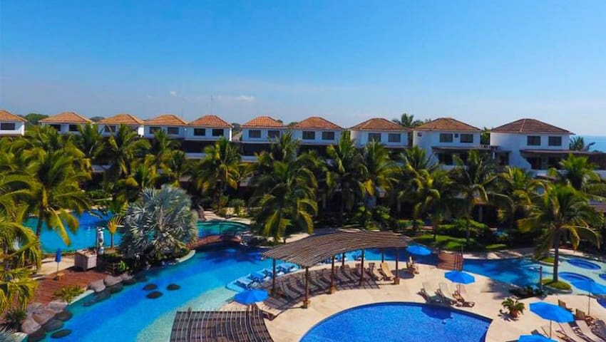 Ocean View - Monterrico Apartment- Cabo 4C