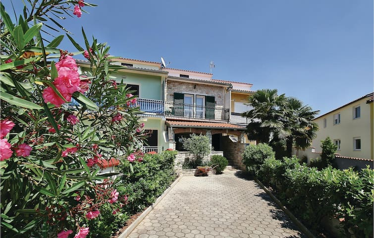 Terraced house with 3 bedrooms on 92 m² in Vabriga