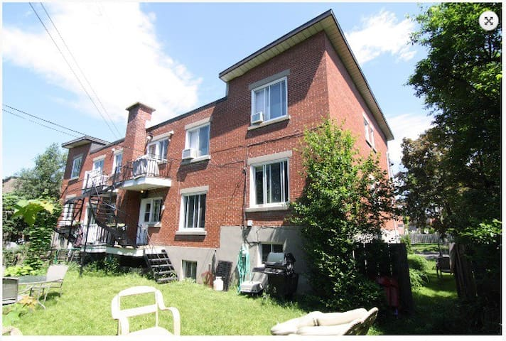 Upper part of a house,1500sf,3bd2bth,yard access - Montréal-Ouest - Casa
