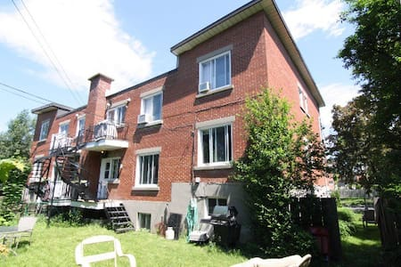 Upper part of a house,1500sf,3bd2bth,yard access - Montréal-Ouest - บ้าน