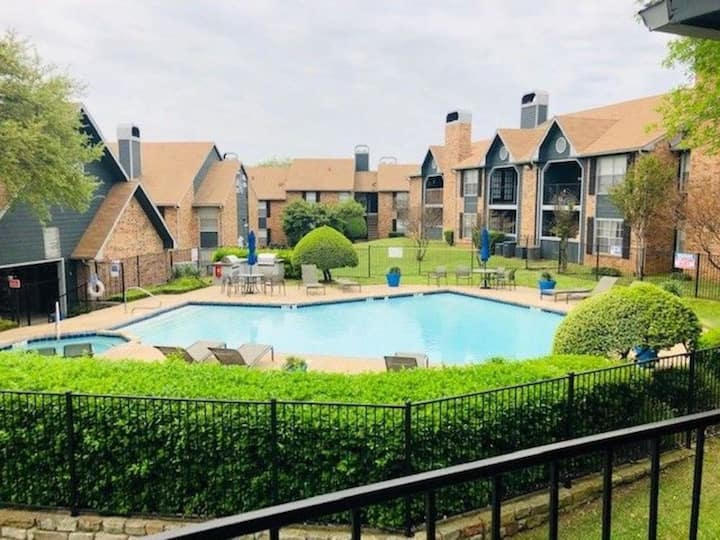 Great DFW Mid Cities Location; Year Round Pool!