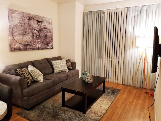 Beautiful 1 bedroom in Gaslamp with Free Parking!