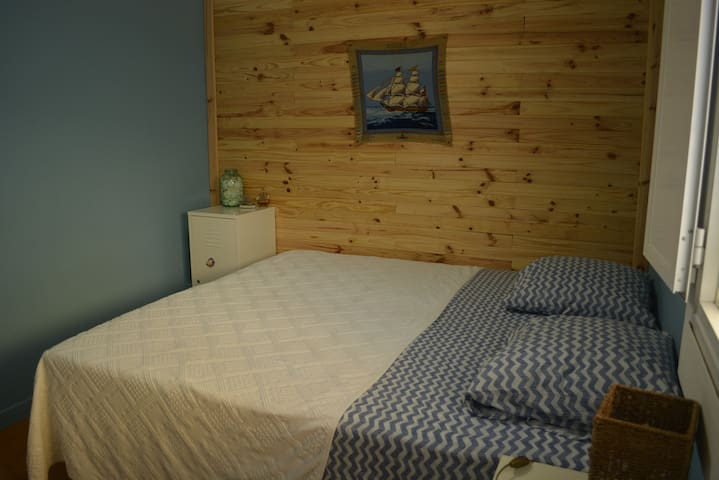 Oceanic's King Size Bed (180x200cm)