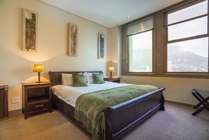 Main bedroom with Table mountain view