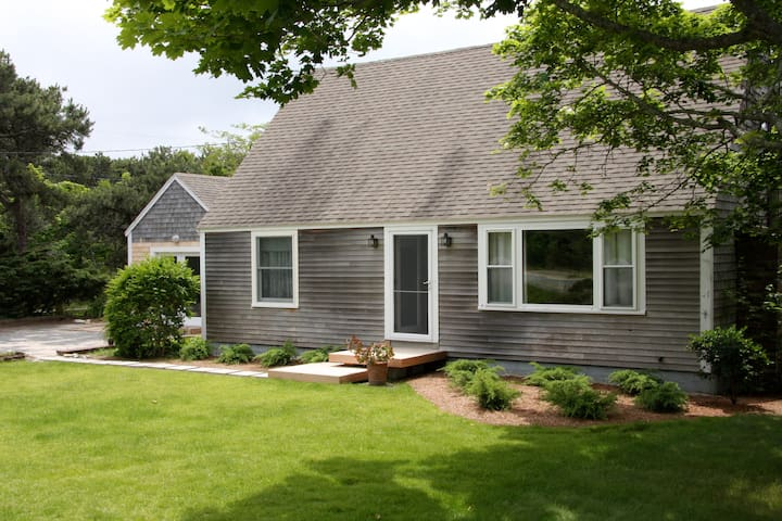 Beautiful Home and Gardens in Truro - North Truro