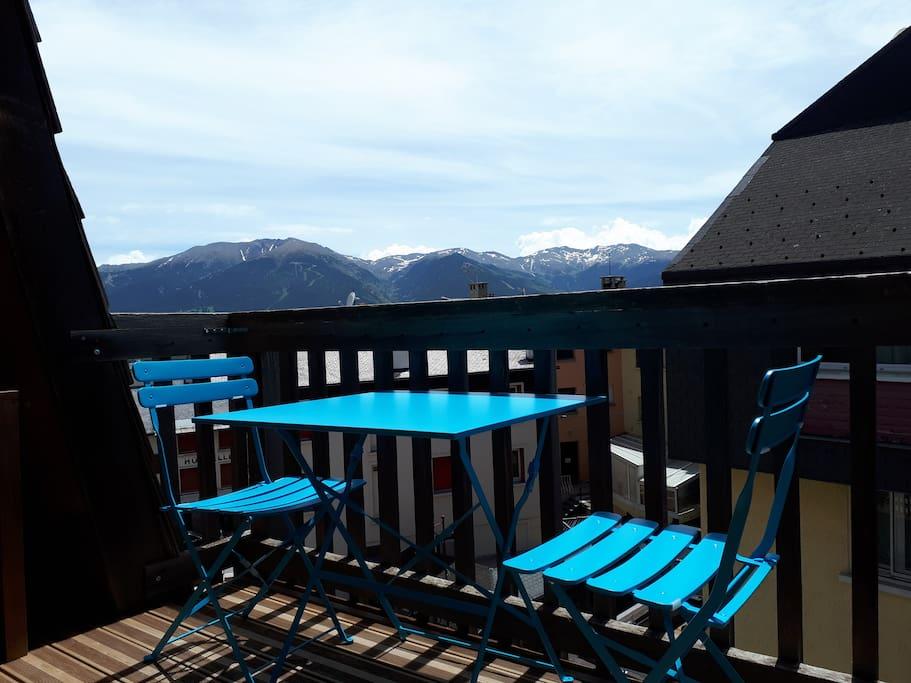 Terrasse avec vue sur la montagne