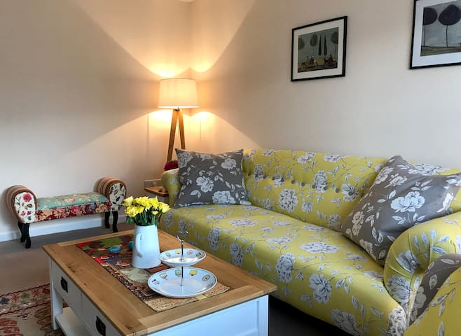 Cosy double bedroom in large quiet house