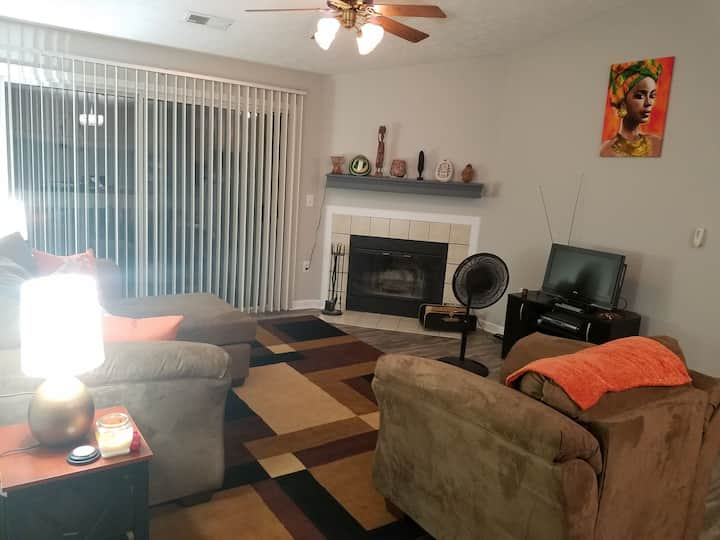 Private BR/1BA in peaceful condo, NW Indy