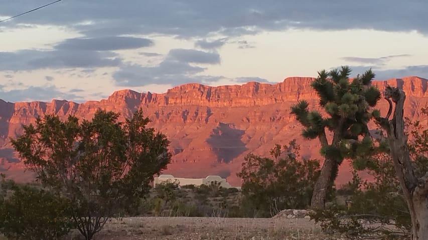 Peaceful Cabin-GCW Skywalk-Lake Mead-Caverns