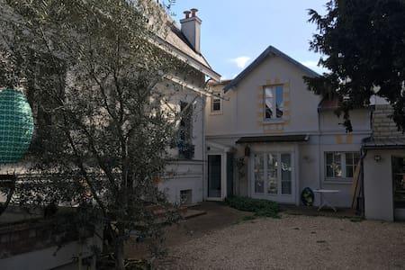 Quiet House in Paris Vicinity - Chatou - Дом