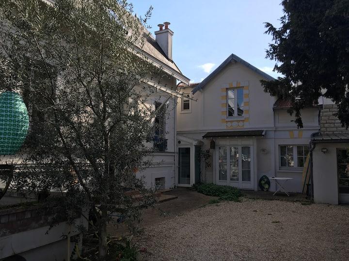 Quiet House in Paris Vicinity