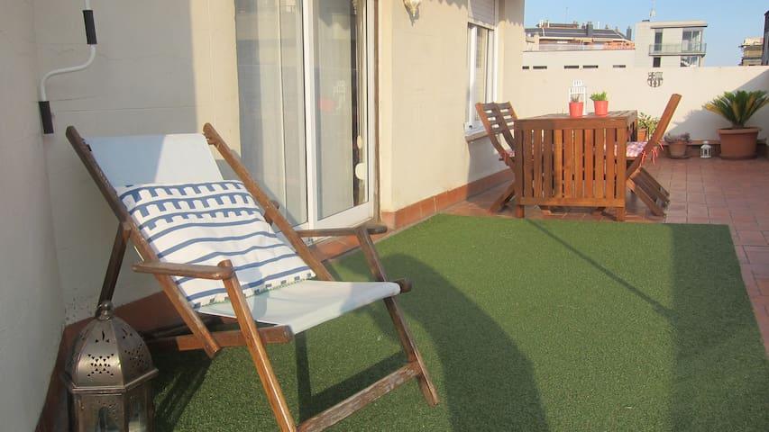 Sunny Apartment with terrace in Gràcia - Barcelona - Apartamento