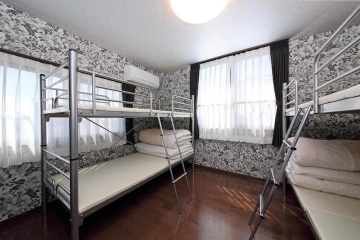 10 min on foot Kumamoto downtown ! Mix-Dormitory Room