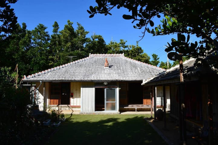 Good-old Okinawan House, surrounded by Nature【8 pax】