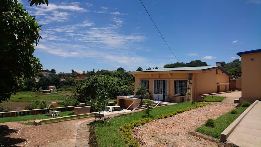 """Villa France II """"Moramora"""" vue rizières à Tana"""