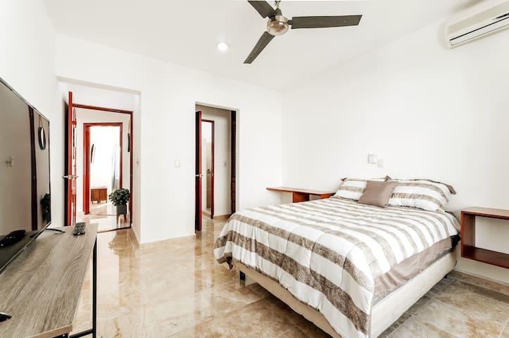 Cozy downtown bedroom + Best location