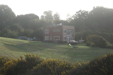 Casa sobre el canal de chacao - Ancud - House