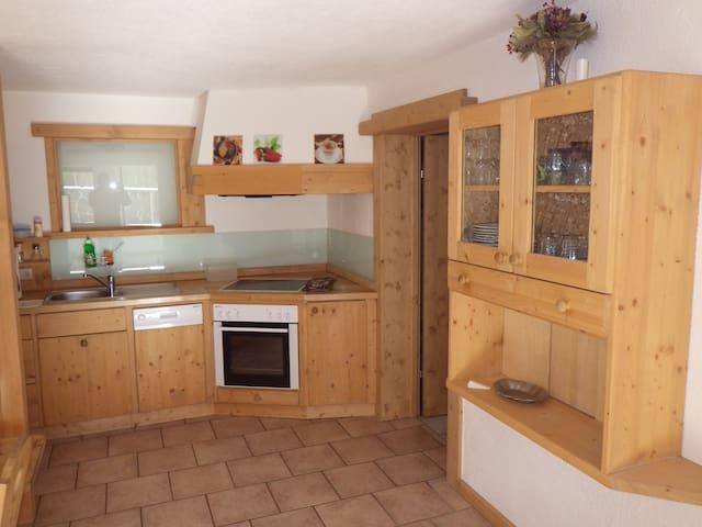 Haus  Thomas  - Apartment B aus Tiroler Holzmöbel!