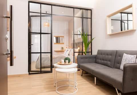 Stylish 2bd apartment above Sepolia Metro Station