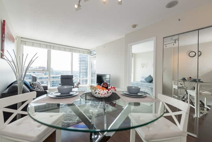 BEAUTIFUL AND COZY DOWNTOWN VANCOUVER CONDO