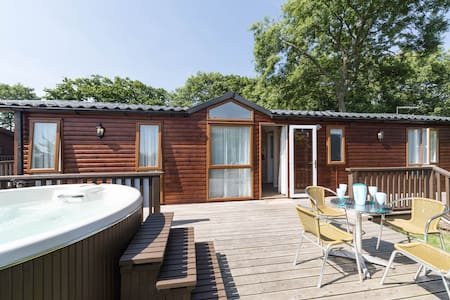Birch Hot Tub Lodge Situated In The Purbeck Hills